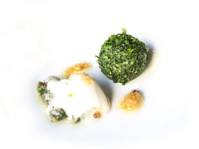 La-Cava-Original-Tartar-de-potro-con-rabanizas-y-helado-de-mostaza
